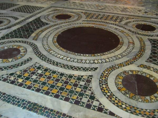 Santa_Croce_in_Gerusalemme_Kosmaten_2009-600x450